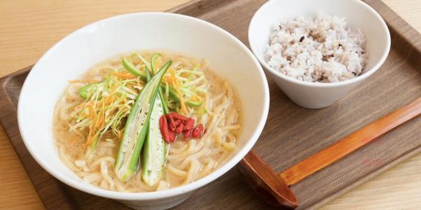 麺カフェ LOKAHI 沖縄本店【ホール兼キッチンスタッフ】の求人募集画像