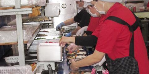 どん丼亭 浦添本店【お弁当の盛付け兼移動販売スタッフ】の求人募集画像